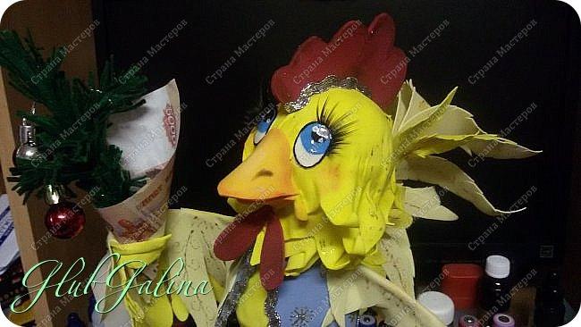 Хоть Новый Год уже давно прошёл,нашла фотографии новогоднего сувенира....и решила поделиться :) Вот такой Петя-Петушок у меня получился из фоамирана.... фото 5