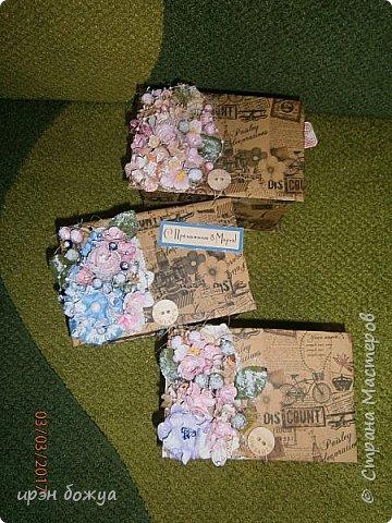 Вот такие коробочки  были сделаны по заказу мужа на 8 марта сотрудницам на работе. МК есть у меня в блоге. Здесь уже другая оберточная бумага- а ля Париж, хотя на ней видны купола церквей. фото 1