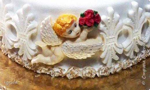 """Всем добра и радости.  Хочу показать два не больших тортика приготовленных в честь замечательного события- крещения. Первый торт был приготовлен для уже постоянных клиентов, которым когда то делала торт на свадьбу. В этом есть свой- особый кайф от понимания, что какие то важные, радостные и значимые мероприятия проходят вместе с моим творением. Вес 2,1кг. Шоколадно-ванильные бисквиты """"зебра"""", фруктовая пропитка, сливочно-творожный персиковый крем и кусочки персиков. фото 2"""