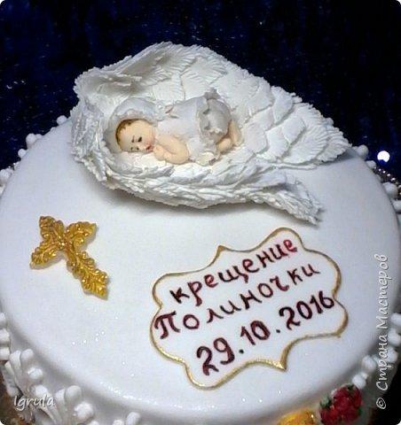 """Всем добра и радости.  Хочу показать два не больших тортика приготовленных в честь замечательного события- крещения. Первый торт был приготовлен для уже постоянных клиентов, которым когда то делала торт на свадьбу. В этом есть свой- особый кайф от понимания, что какие то важные, радостные и значимые мероприятия проходят вместе с моим творением. Вес 2,1кг. Шоколадно-ванильные бисквиты """"зебра"""", фруктовая пропитка, сливочно-творожный персиковый крем и кусочки персиков. фото 3"""