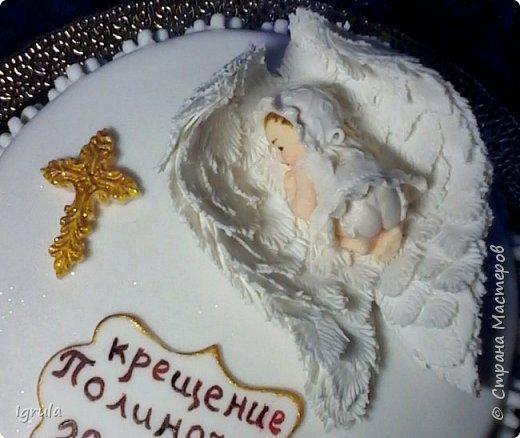 """Всем добра и радости.  Хочу показать два не больших тортика приготовленных в честь замечательного события- крещения. Первый торт был приготовлен для уже постоянных клиентов, которым когда то делала торт на свадьбу. В этом есть свой- особый кайф от понимания, что какие то важные, радостные и значимые мероприятия проходят вместе с моим творением. Вес 2,1кг. Шоколадно-ванильные бисквиты """"зебра"""", фруктовая пропитка, сливочно-творожный персиковый крем и кусочки персиков. фото 4"""