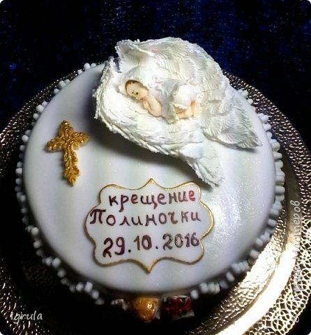 """Всем добра и радости.  Хочу показать два не больших тортика приготовленных в честь замечательного события- крещения. Первый торт был приготовлен для уже постоянных клиентов, которым когда то делала торт на свадьбу. В этом есть свой- особый кайф от понимания, что какие то важные, радостные и значимые мероприятия проходят вместе с моим творением. Вес 2,1кг. Шоколадно-ванильные бисквиты """"зебра"""", фруктовая пропитка, сливочно-творожный персиковый крем и кусочки персиков. фото 5"""