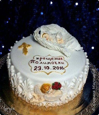"""Всем добра и радости.  Хочу показать два не больших тортика приготовленных в честь замечательного события- крещения. Первый торт был приготовлен для уже постоянных клиентов, которым когда то делала торт на свадьбу. В этом есть свой- особый кайф от понимания, что какие то важные, радостные и значимые мероприятия проходят вместе с моим творением. Вес 2,1кг. Шоколадно-ванильные бисквиты """"зебра"""", фруктовая пропитка, сливочно-творожный персиковый крем и кусочки персиков. фото 1"""