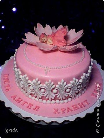 """Всем добра и радости.  Хочу показать два не больших тортика приготовленных в честь замечательного события- крещения. Первый торт был приготовлен для уже постоянных клиентов, которым когда то делала торт на свадьбу. В этом есть свой- особый кайф от понимания, что какие то важные, радостные и значимые мероприятия проходят вместе с моим творением. Вес 2,1кг. Шоколадно-ванильные бисквиты """"зебра"""", фруктовая пропитка, сливочно-творожный персиковый крем и кусочки персиков. фото 6"""