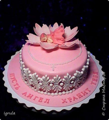"""Всем добра и радости.  Хочу показать два не больших тортика приготовленных в честь замечательного события- крещения. Первый торт был приготовлен для уже постоянных клиентов, которым когда то делала торт на свадьбу. В этом есть свой- особый кайф от понимания, что какие то важные, радостные и значимые мероприятия проходят вместе с моим творением. Вес 2,1кг. Шоколадно-ванильные бисквиты """"зебра"""", фруктовая пропитка, сливочно-творожный персиковый крем и кусочки персиков. фото 7"""