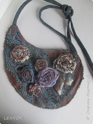 Украшение из остатков джинсов и полимерной глины. Хотела научиться крутить розы а сшилось такое. фото 1