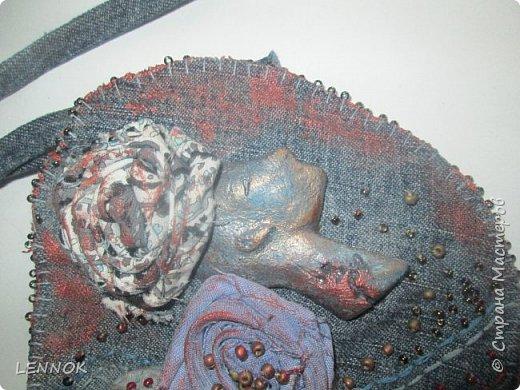 Украшение из остатков джинсов и полимерной глины. Хотела научиться крутить розы а сшилось такое. фото 2
