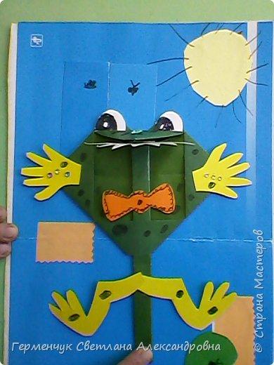 С приходом  весны  развеселились   лягушата и устроили веселый танец С ребятами  4 класса  сделали динамическую  поделку ,которую увидела на странице Сак Натальи Александровны ,немного усовершенствовали       и представляем Вам наших лягушек - мальчиков и девочек. фото 5