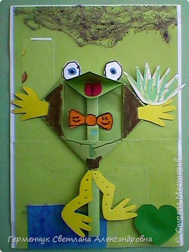 С приходом  весны  развеселились   лягушата и устроили веселый танец С ребятами  4 класса  сделали динамическую  поделку ,которую увидела на странице Сак Натальи Александровны ,немного усовершенствовали       и представляем Вам наших лягушек - мальчиков и девочек. фото 13