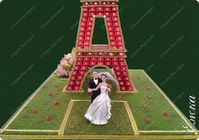 Работа сделана на заказ, в подарок на  русско-французскую свадьбу Высота башни 107 см, около 5 кг конфет фото 2