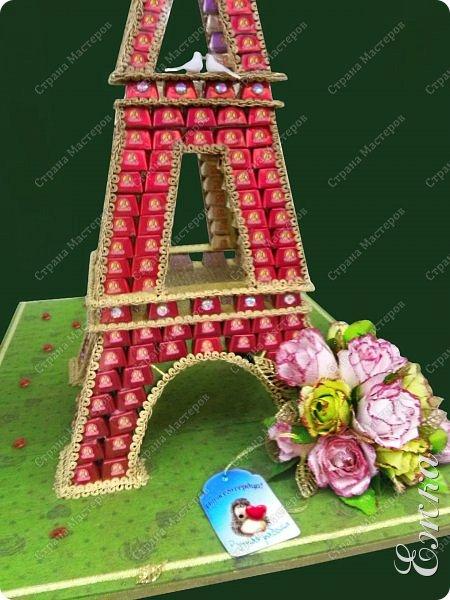 Работа сделана на заказ, в подарок на  русско-французскую свадьбу Высота башни 107 см, около 5 кг конфет фото 3