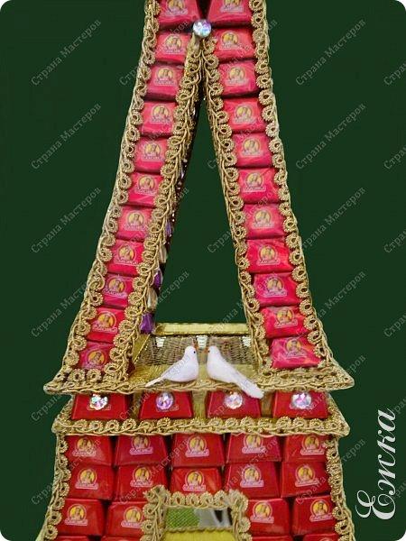 Работа сделана на заказ, в подарок на  русско-французскую свадьбу Высота башни 107 см, около 5 кг конфет фото 4