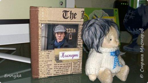 обложка на паспорт.  Любимый Шерлок!  и фантастический   ежик Боня!!!!!!  фото 2