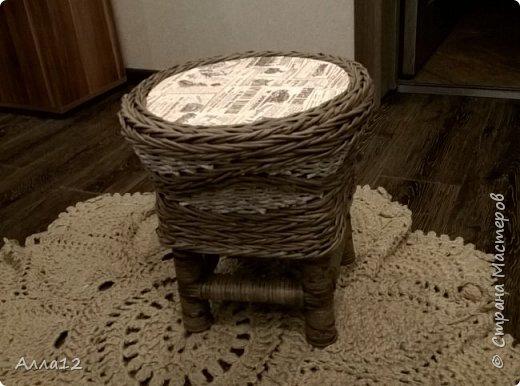 Накопилось трубок от фольги, склеился и сплелся вот такой стульчик.  фото 4