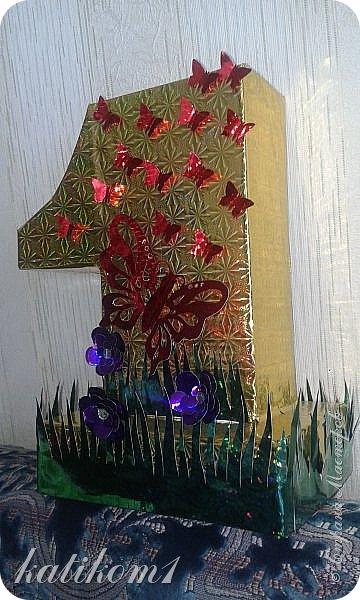Вот такую единичку сделала для дочурки, муж соорудил каркас, я оформила. Захотелось что-нибудь такое, не как у всех)))) фото 1