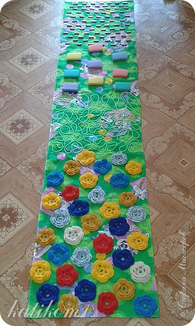 Вот такую дорожку смастерила  в группу сыну,  в подарок воспитателям на 8 марта фото 1