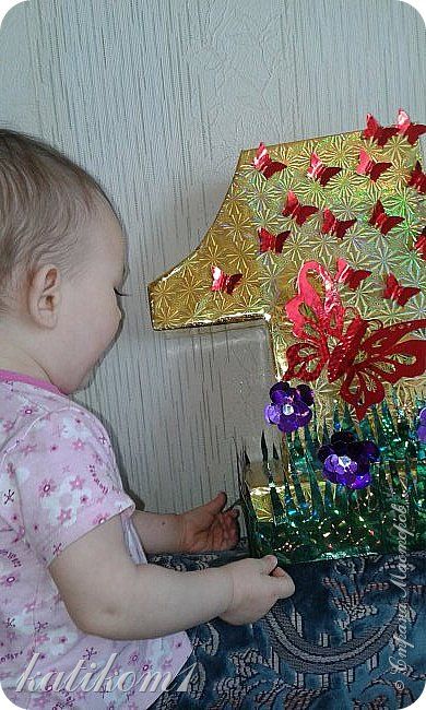 Вот такую единичку сделала для дочурки, муж соорудил каркас, я оформила. Захотелось что-нибудь такое, не как у всех)))) фото 3