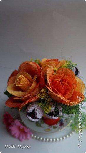 В этом уроке я покажу как сделать цветок из гофрированной бумаги с переходом цвета. фото 2