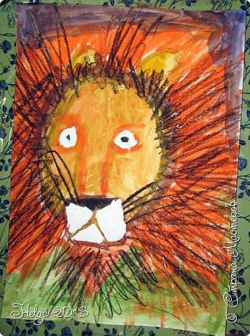 Накопилось много детских работ за разные месяцы, вот часть из них решила показать вам. Творили дети  5,5-7 лет. Первая работа собака породы хаска, рисовали соусом, сангиной, углем, мелом и белой гуашью на листе А3. фото 34