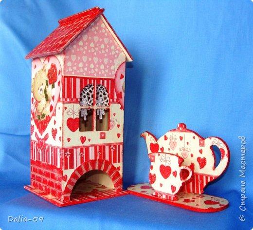 """Всех приветствую!Очень мне нравятся чайные домики,люблю их делать и дарить.Заготовки с Ярмарки мастеров.Кирпичики через трафарет шпатлевкой по дереву""""текс"""",крыша тоже через трафарет шпатлевкой.Стены декупаж салфетками. фото 5"""