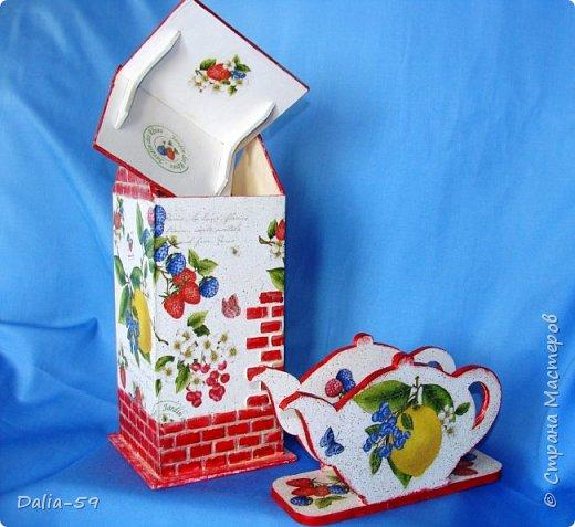 """Всех приветствую!Очень мне нравятся чайные домики,люблю их делать и дарить.Заготовки с Ярмарки мастеров.Кирпичики через трафарет шпатлевкой по дереву""""текс"""",крыша тоже через трафарет шпатлевкой.Стены декупаж салфетками. фото 3"""