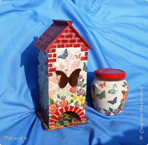 """Всех приветствую!Очень мне нравятся чайные домики,люблю их делать и дарить.Заготовки с Ярмарки мастеров.Кирпичики через трафарет шпатлевкой по дереву""""текс"""",крыша тоже через трафарет шпатлевкой.Стены декупаж салфетками. фото 7"""
