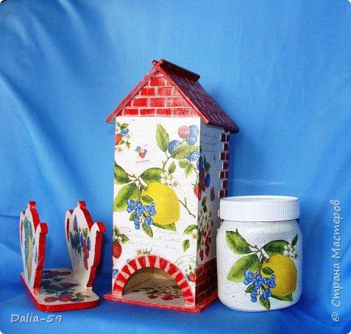 """Всех приветствую!Очень мне нравятся чайные домики,люблю их делать и дарить.Заготовки с Ярмарки мастеров.Кирпичики через трафарет шпатлевкой по дереву""""текс"""",крыша тоже через трафарет шпатлевкой.Стены декупаж салфетками. фото 2"""