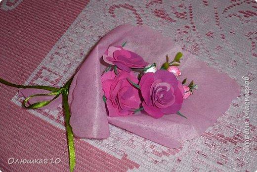 Восьмимартовские букетики роз из фома фото 13