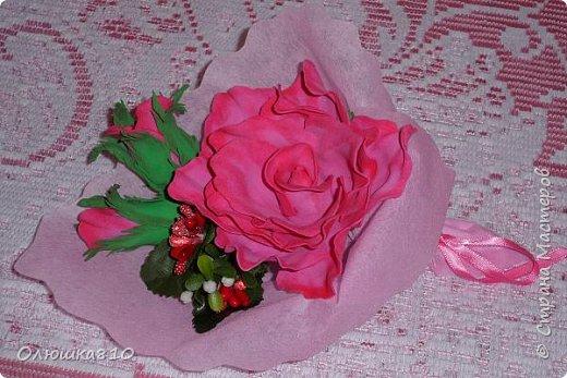 Восьмимартовские букетики роз из фома фото 14