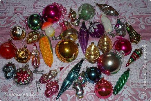 Здравствуйте. Знаю, что многим нравится рассматривать старые новогодние игрушки из СССР, у меня небольшая коллекция, любимые елочные украшения из детства. Приятного просмотра. фото 1