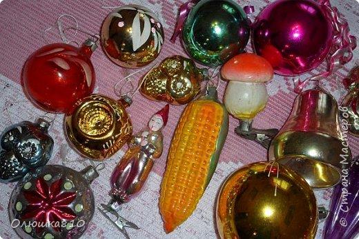 Здравствуйте. Знаю, что многим нравится рассматривать старые новогодние игрушки из СССР, у меня небольшая коллекция, любимые елочные украшения из детства. Приятного просмотра. фото 2