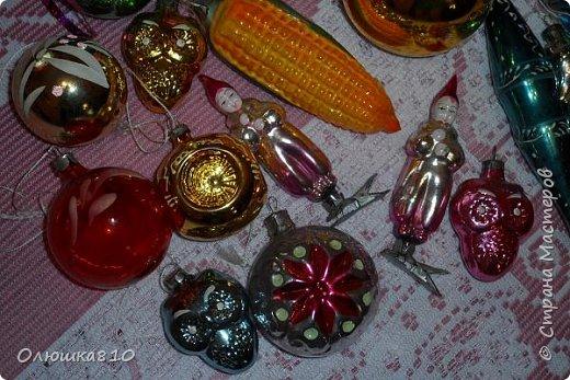 Здравствуйте. Знаю, что многим нравится рассматривать старые новогодние игрушки из СССР, у меня небольшая коллекция, любимые елочные украшения из детства. Приятного просмотра. фото 4