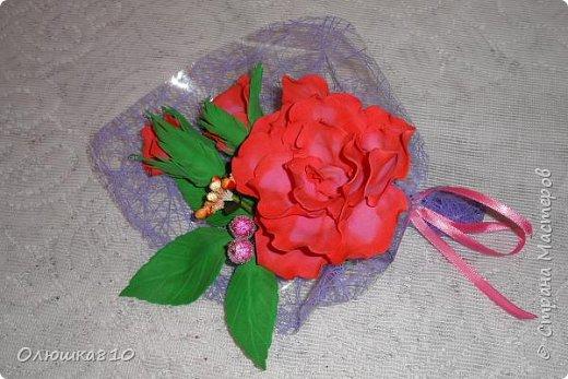 Восьмимартовские букетики роз из фома фото 5