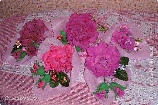 Восьмимартовские букетики роз из фома фото 8