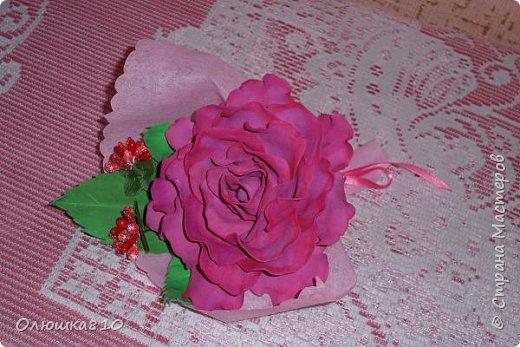 Восьмимартовские букетики роз из фома фото 9