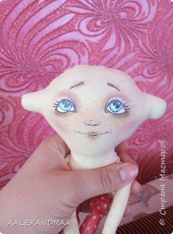 Всем привет! Вот такая куколка у меня сегодня получилась,планировалось сделать её веселой ,смешной.нарисовать просто два глаза и ротик. Но передумала и вот получилось то,что получилось))))) фото 6