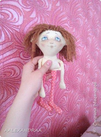 Всем привет! Вот такая куколка у меня сегодня получилась,планировалось сделать её веселой ,смешной.нарисовать просто два глаза и ротик. Но передумала и вот получилось то,что получилось))))) фото 7