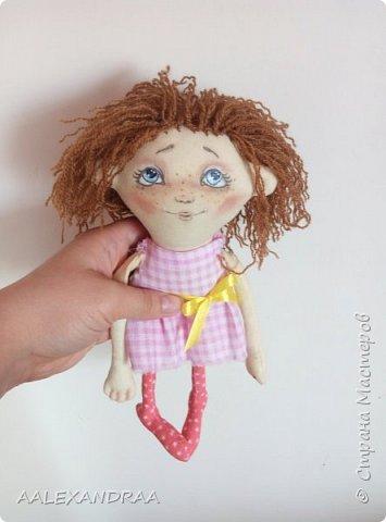 Всем привет! Вот такая куколка у меня сегодня получилась,планировалось сделать её веселой ,смешной.нарисовать просто два глаза и ротик. Но передумала и вот получилось то,что получилось))))) фото 1