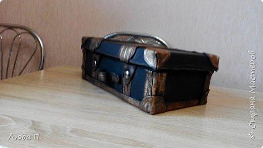 Здравствуйте, у меня сегодня кожаный чемоданчик из обувной коробки, сделала себе для хранения обувных кремов и ложек, внутри обклеен джинсовой тканью. фото 1