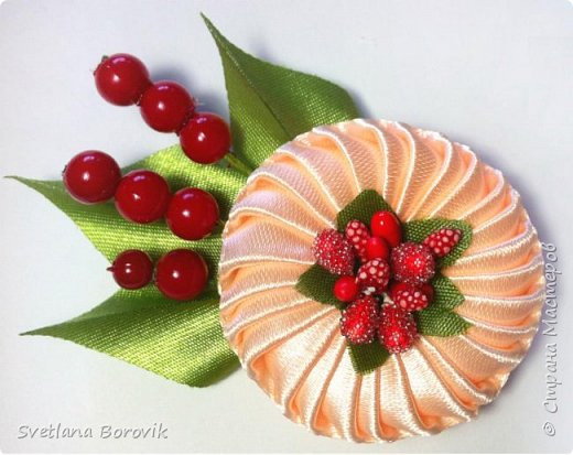 Брошь канзаши из атласных лент своими руками. Kanzashi brooch from satin ribbons by own hands https://www.youtube.com/watch?v=H3i2O17djxI