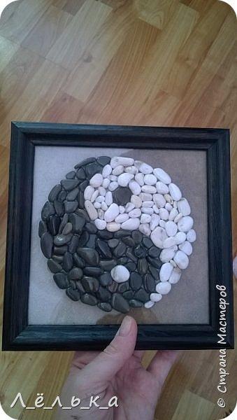 Инь-Янь из морской гальки (белая и черная) фото 7