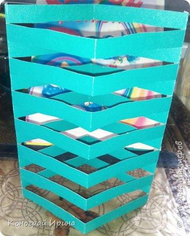 Для поделки понадобилось: цветной картон, цветная бумага, клей, ножницы. фото 7