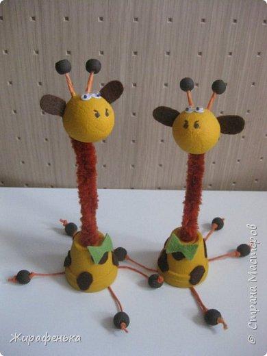 """Этих милых жирафиков я сделала из набора для творчества """" Дружочки из горшочка"""". Одна парочка была подарена моему первому воспитаннику Илюше на 16лет,а другая осталась жить у меня.На фото №2 можно посмотреть как выглядит набор.На последнем фото №9 жираф из пластилина, сделанный Ильёй в 8лет, он долгожитель,напоминает нам о детстве. фото 7"""