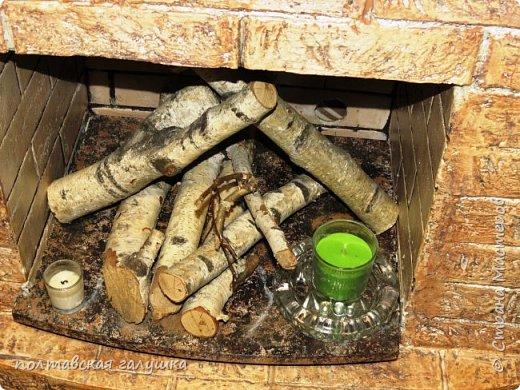 Недавно я сделала подсветку в своем камине   http://stranamasterov.ru/node/1032995  разобрала старую светомузыку и уложила светящуюся часть между дров,каково было мое удивление, когда муж, сидя в командировке спаял -сваял тоже подсветку для нашего камина.Я ему высылаю фото того, что получилось, а он мне то, что вышло у него....причем мы не договаривались, не обсуждали и вообще не поднимали эту тему,  вот, что такое почти 29 лет вместе))  Это фото моего камина  -наконец-то я это сделала ,так все выглядит без вспышки в сумерках и с вездесущей Мишелькой. фото 3