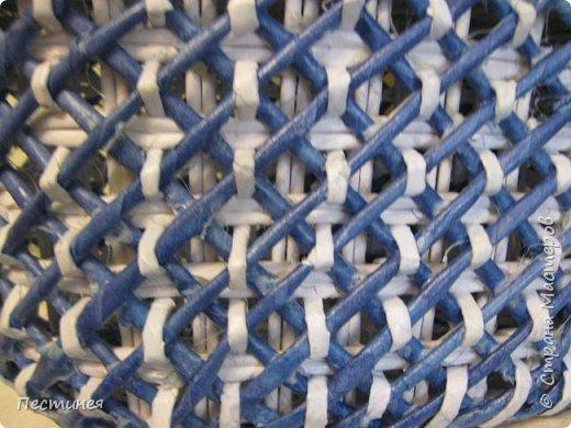 иногда  приходит вдохновение на плетение  это вот сплелось типа под гжель сначало  сапожок потом корзинка, уже подарен фото 5