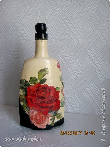 Бутылочка показана со всех сторон фото 1