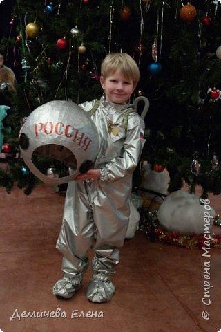 """Сынок """"заказал"""" костюм Юрия Гагарина на НГ. Перерыла весь интернет. Искала все: начиная от выкройки и заканчивая """"как шить"""", т.к. сама никогда не шила. Что только не сделаешь ради сыночка."""