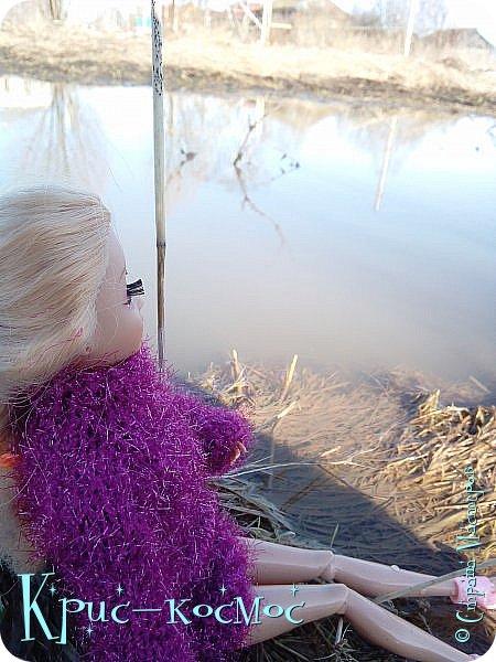 Привет, СМ! Вот я вышла на прогулку и прихватила с собой Алису. На нее связала платье-свитер по МК Мирабелы.  Давайте посмотрим.  фото 3