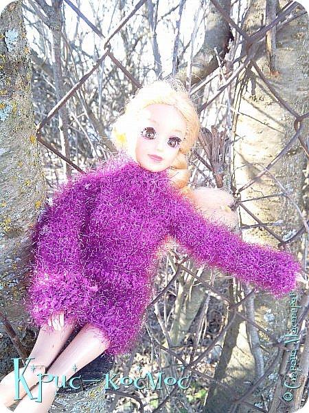 Привет, СМ! Вот я вышла на прогулку и прихватила с собой Алису. На нее связала платье-свитер по МК Мирабелы.  Давайте посмотрим.  фото 8