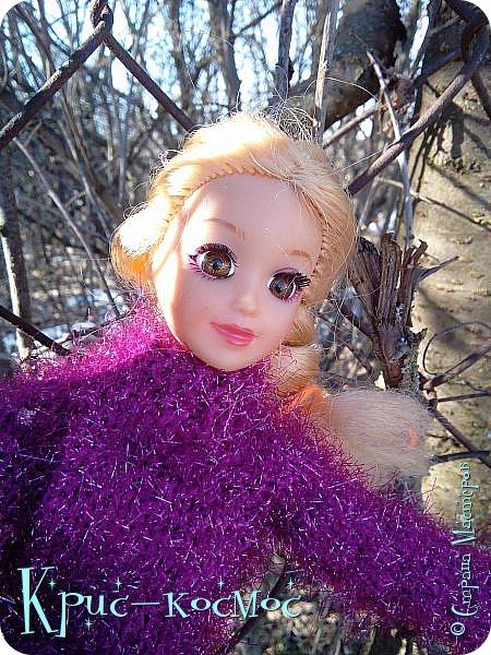 Привет, СМ! Вот я вышла на прогулку и прихватила с собой Алису. На нее связала платье-свитер по МК Мирабелы.  Давайте посмотрим.  фото 9